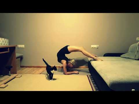 Upper backbend exercise at home with Cat :