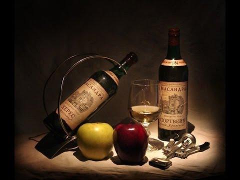 Пино-гри массандра. Десертное сладкое белое вино. Выдержано в дубовой таре не менее двух лет. Вино вырабатывается с 1991 года. Спирт 16,0 % об. , сахар 16,0 % мас.