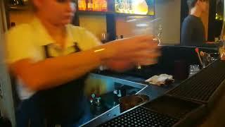 С какой скоростью делает коктейль Лонг-Айленд обычный бармен