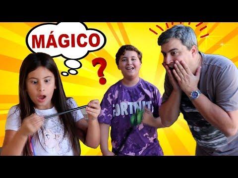 MARIA CLARA E JP DÃO UM PRESENTE MÁGICO PARA O PAPAI ♥ Maria Clara e JP pretend play with daddy