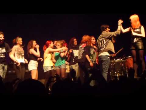 (HD) Paramore and fans - Live Anklebiters - Rockhal Luxembourg 13-06-2013