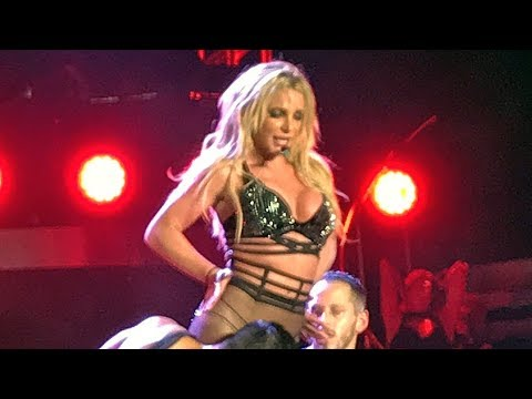Britney Spears - I'm a Slave 4 U & Make Me... (Live In Asia)