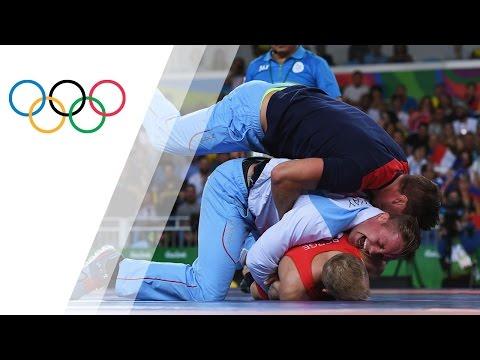 Norwegian wrestler celebrates his bronze