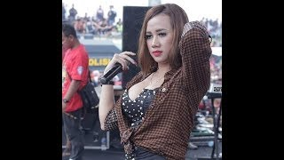Download Video Uut Selly - Di Tinggal Rabi MP3 3GP MP4