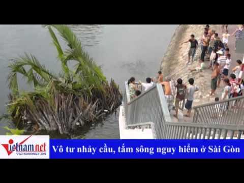 Nhảy cầu, tắm kênh nguy hiểm ở Sài Gòn
