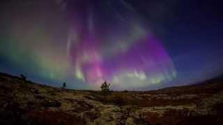 Какое оно, красивое северное сияние? Видео.(Северные (полярные) сияния - одно из самых ярчайших чудес нашей планеты. В этом видео представлены кадры..., 2015-01-14T06:22:48.000Z)
