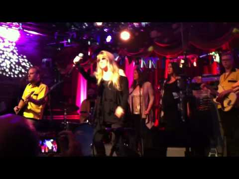 Stevie Nicks ft. Deer Tick - Rhiannon