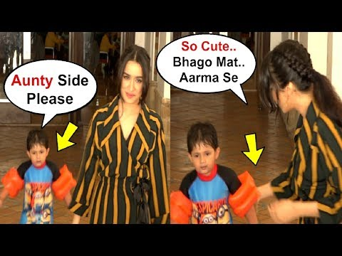 Shraddha Kapoor Cute Moments With Kid While Taking Photos