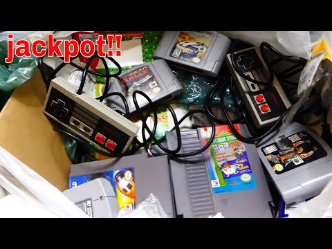 ULTIMATE *RETRO GAMES* MEGA HAUL!!! Gamestop Dumpster Diving Night #556