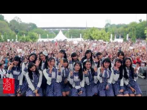 JKT48 live performance: Hai Day