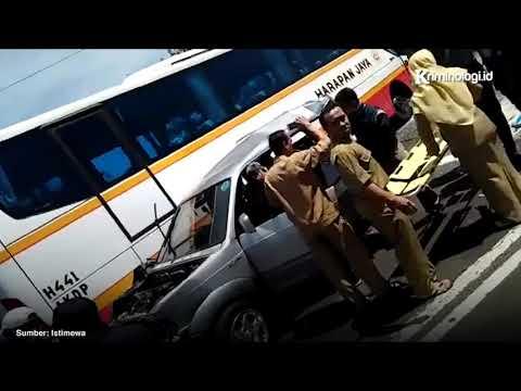Kecelakaan bus harapan jaya di Sidoarjo