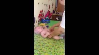 видео 3-х летний РЕБЕНОК наглотался ТАБЛЕТОК!!! Брат в истерике плачет, вызвал СКОРУЮ ПОМОЩЬ!!!
