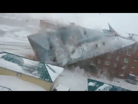 Снесло крышу с жилого дома