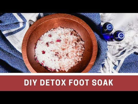 diy-detox-foot-soak-with-epsom-salt-&-apple-cider-vinegar