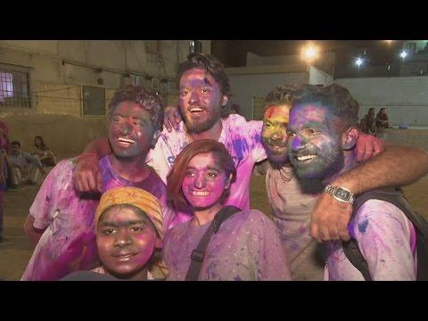 Holi festival celebrations in full swing for Hindus in Karachi