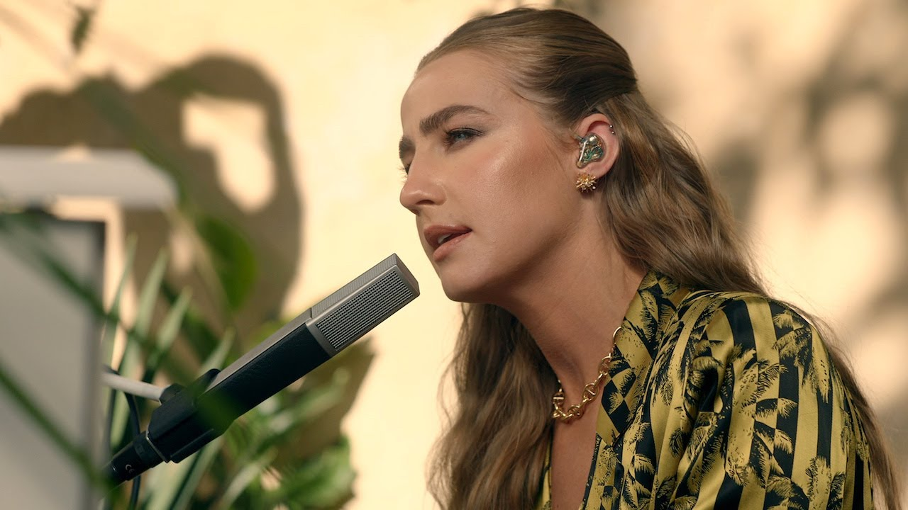 Ingrid Andress Performs 'Lady Like'
