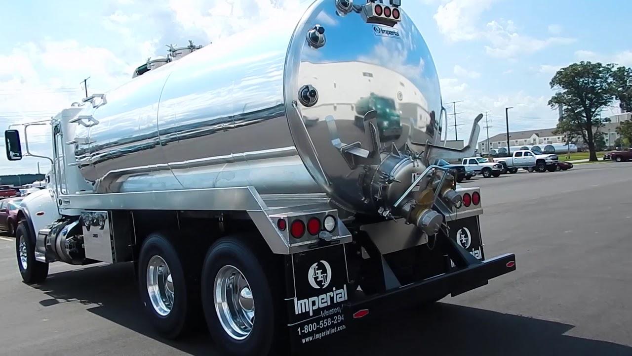 4000 Gallon Aluminum Septic Truck Mounted on a Peterbilt