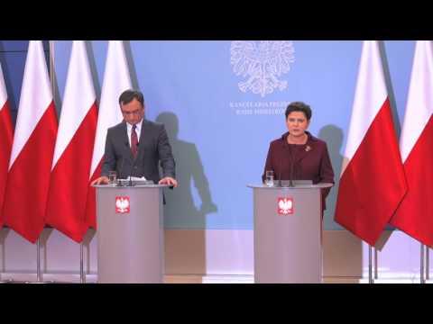 Beata Szydło o kamienicy Hanny Gronkiewicz-Waltz...