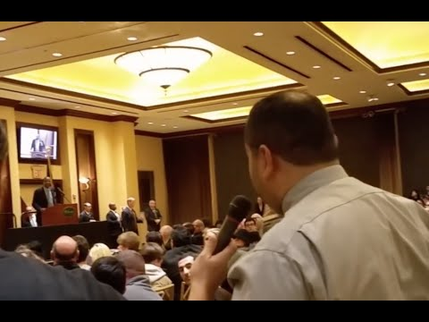 A Muslim Confronted Ben Carson Over His Views On Islam. His Response Earned Him a Standing Ovation