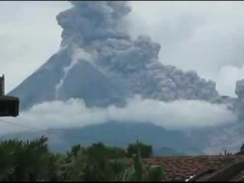 Detik-detik gunung merapi meletus