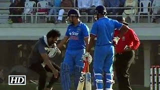 Fan touches Dhoni's feet during warm-up match vs England
