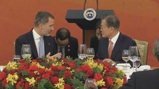 Felipe VI recibe el elogio de Moon por sus esfuerzos por la unidad de España
