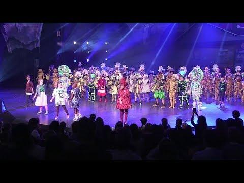 Spiel Mit Der Zeit Neue Kinder Show Im Friedrichstadt Palast Youtube
