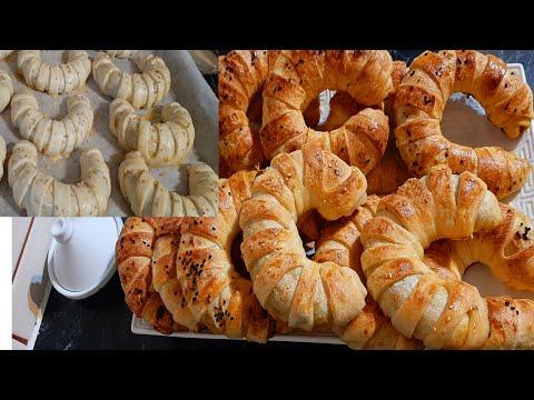 croissant-à-la-pâte-msaman-ou-crêpe-marocaine-farci-de-légumes-et-de-viande-hachée