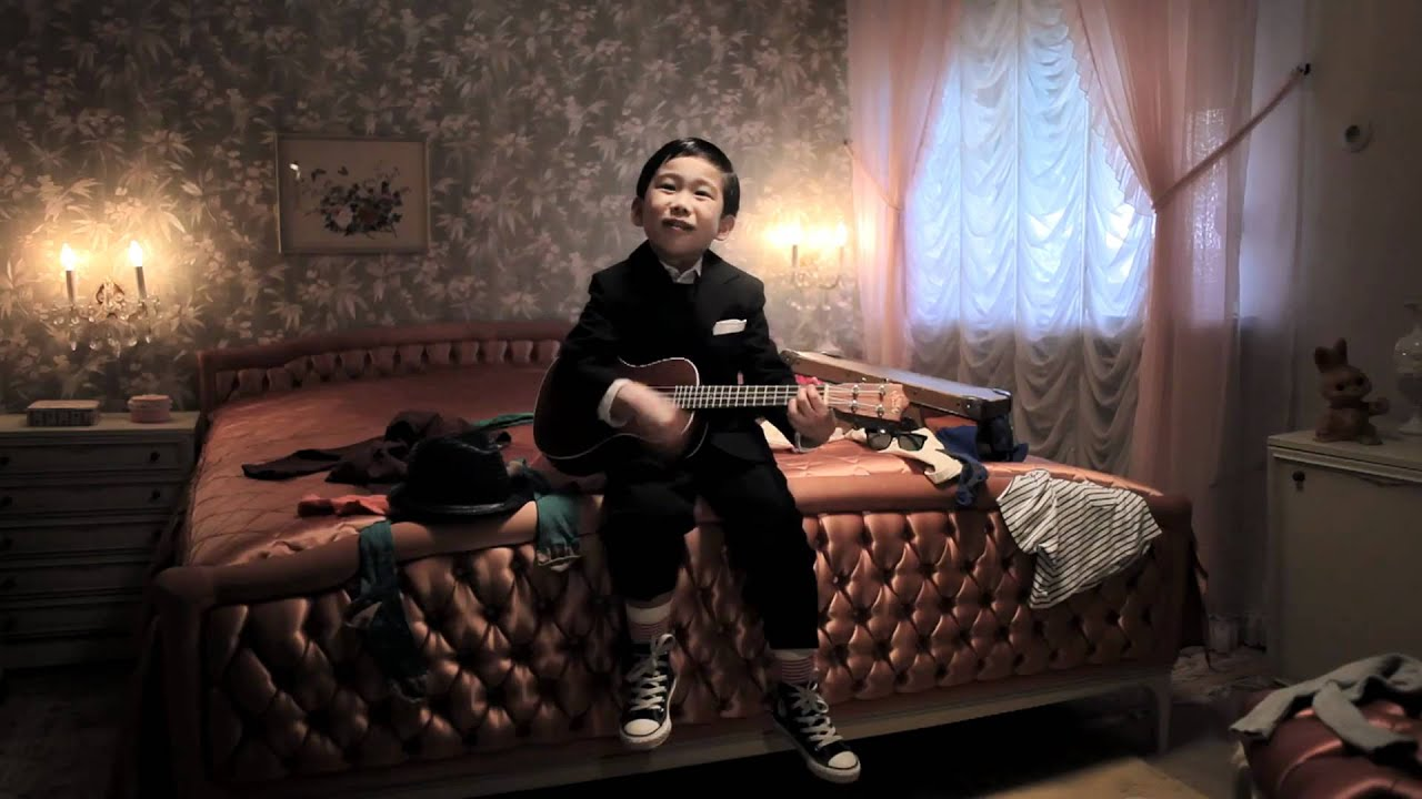 "This cute Ukelele Boy, Makoto Sato, plays and sings ""I'm Yours"" and other awesome covers. He's a little wonder kid!"