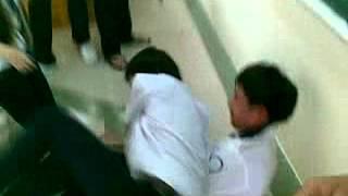 Học sinh Nguyễn Văn Cừ đánh nhau zữ zội , đè nhau giữa lớp