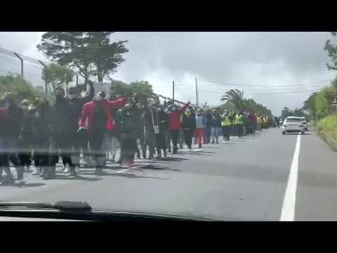 Invasores se rebelan y se manifiestan por su situación y piden libertad en La Laguna (Tenerife)