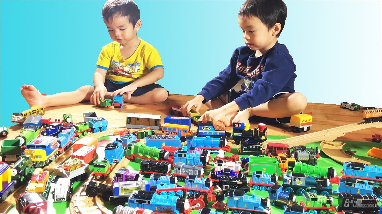 Plippi Toys THOMAS AND FRIENDS 100+ WOODEN RAILWAY COLLECTION Thomas Wooden Railway Toy Trains
