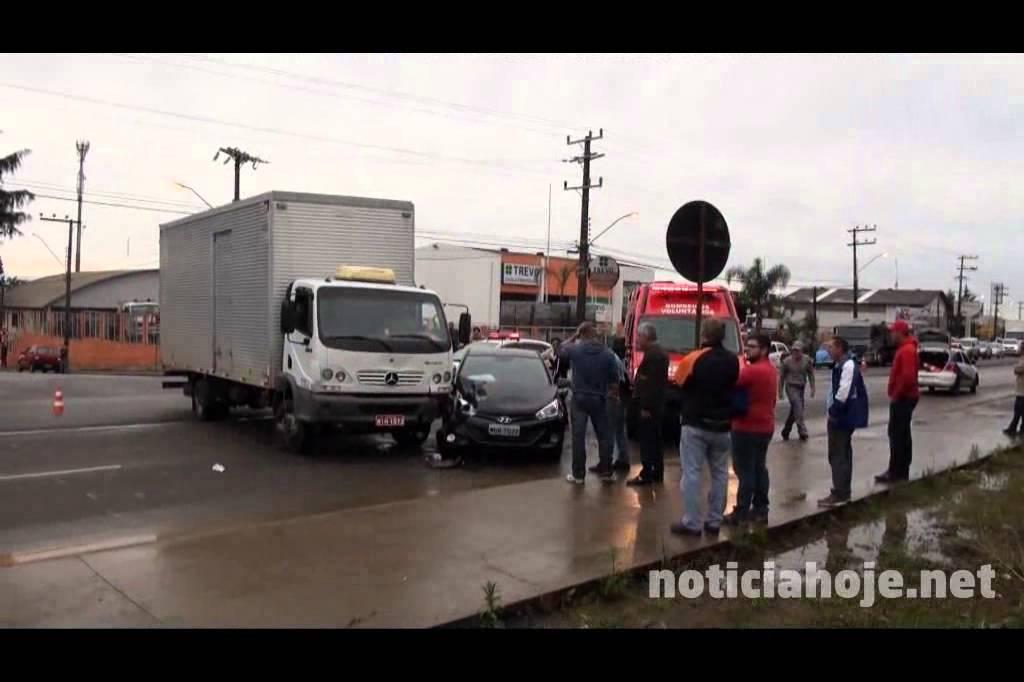 Caminhão desobedece a...