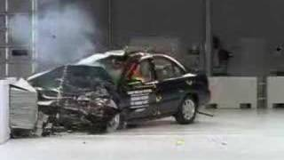 Crash Test  2000 - 2006 Nissan Sentra ( Front Impact ) IIHS