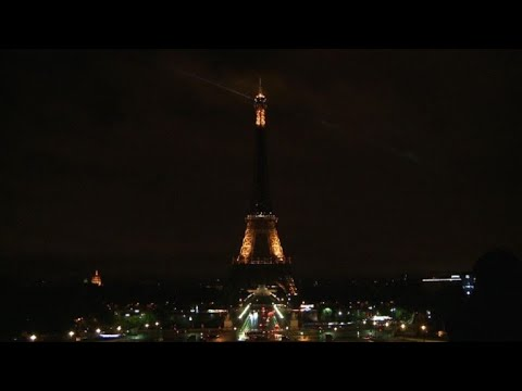 Eiffel Tower turns off lights in tribute to Barcelona victims