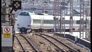大正駅を通過していく大阪環状線経由で阪和線に向かう特急くろしお287系