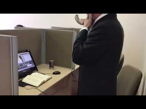 Russian Chief Rabbi, Berel Lazar Blows Shofar For Cyberspace