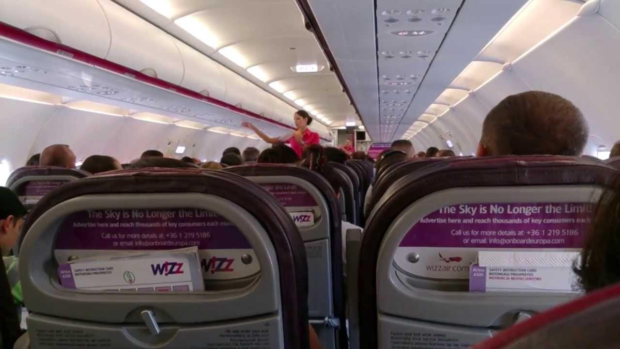 Wizzair Masurile De Siguranta Safety Demo Pentru Pasageri 2013 Hd Youtube