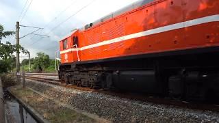 7802次貨物列車通過大林鎮中興路地下道