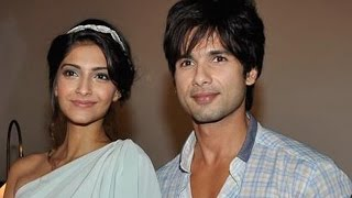 Repeat youtube video Shahid Kapoor & Sonam Kapoor have a steamy lip  lock scene in Mausam