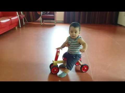 8 maanden baby eerste ervaring met loop fiets(Kaan baby)😍😍