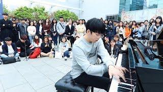最も難しい曲をストリートピアノで弾く男子...