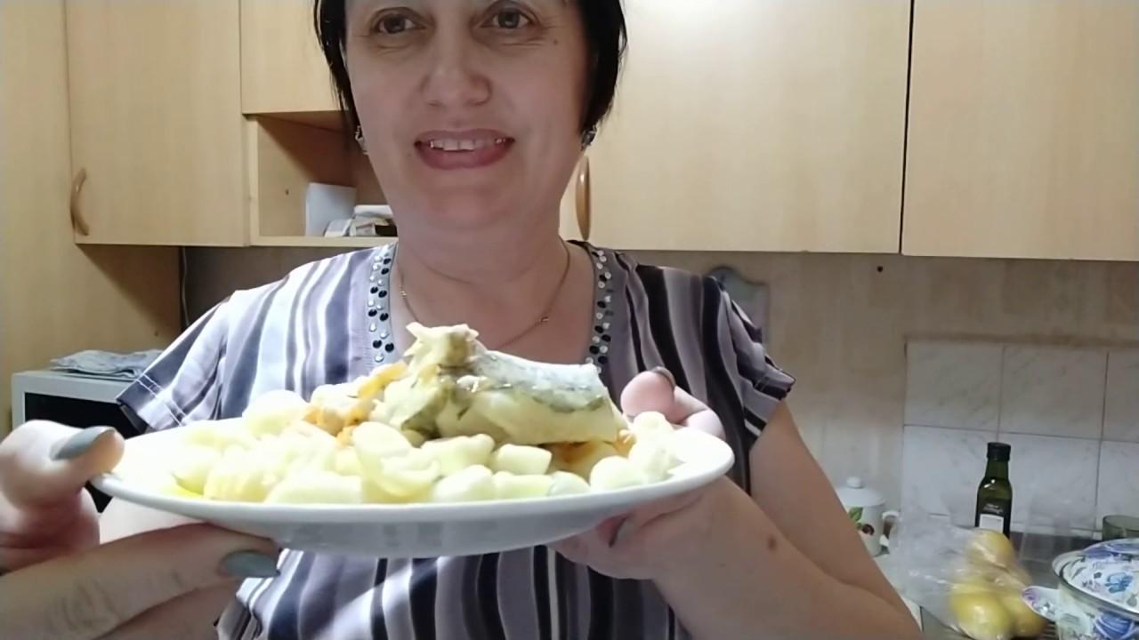 Горбуша, запеченная в сметанно-грибном соусе.