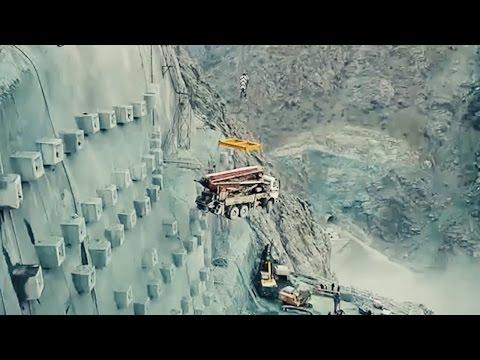 Yusufeli Baraj inşaatı için iş makineleri havadan taşındı
