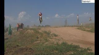 видео Открытый чемпионат по мотокроссу прошел в Барнауле 1 июля