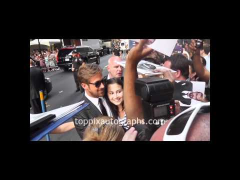 Ryan Gosling - Signing Autographs at 'Crazy Stupid Love' Premiere in NYC