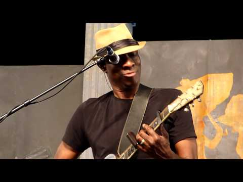 Keb' Mo' AM I WRONG