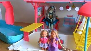 Видео с куклами Челси, Рапунцель и Френкиштейн играют на лайнере Барби Ловят рыбку в бассейне
