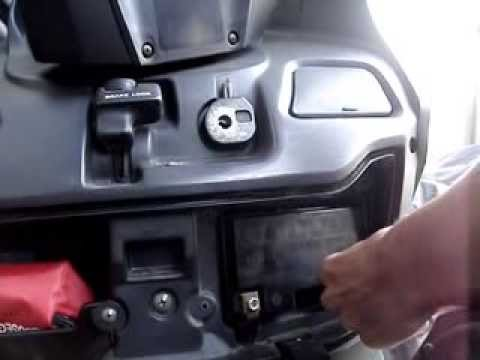 i exchange the battery my father s suzuki burgman 400 youtube rh youtube com Suzuki Burgman 125 ABS 2014 Suzuki 125 Motorcycle
