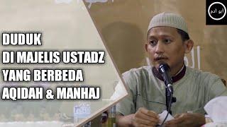 Download Video Duduk di Majelis Ustadz yang Berbeda Aqidah dan Manhaj | Tanya Jawab Ustadz Badrusalam MP3 3GP MP4